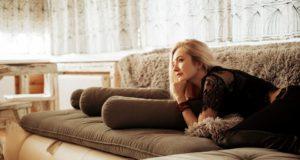 Výměna pohovky v obýváku