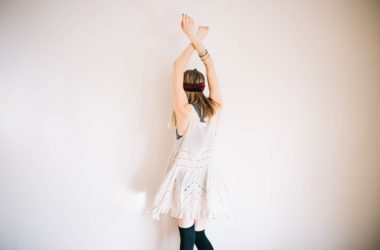 Čtvery šaty, které mají své místo v jarních šatnících