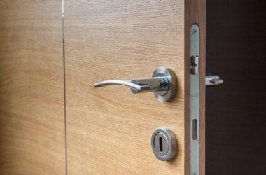 Jak rozdělujeme dveřní kování?